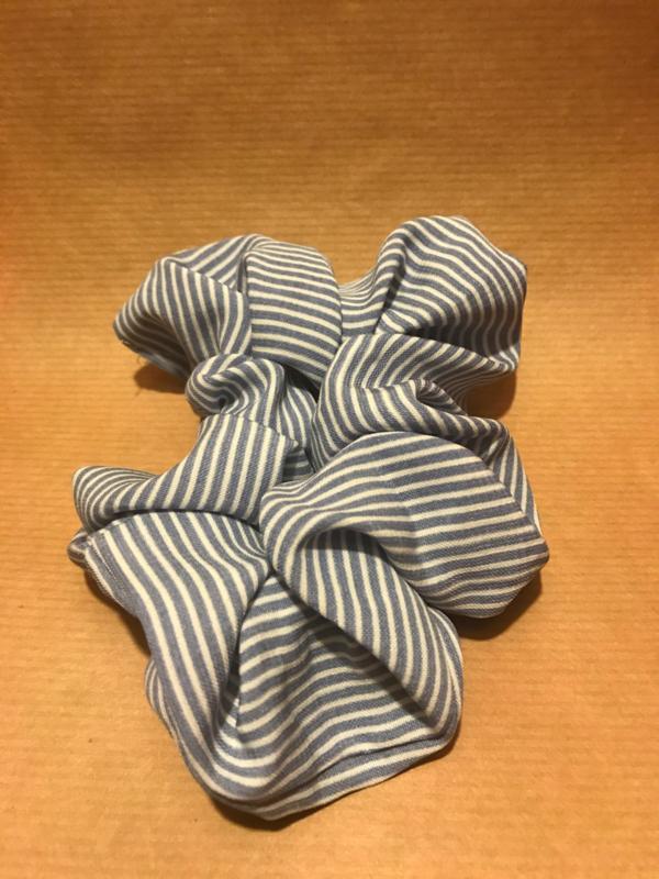 Noor Scrunchie Blue Striped