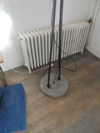 Industriele Vloerlamp beton met metaal uniek exemplaar