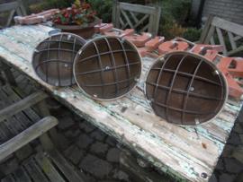 Lamp  gemaakt van Engelse helm zeer uniek