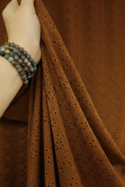 Tricot broderie cognac