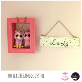 Houten bordje 'lovely'
