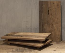 Verweerde houten bajot / India