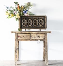 Uniek oud houten sidetable 100 x 86 cm