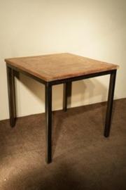 Vierkante tafel met stalen poten 70 of 80 cm