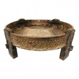 Oude houten Chakki tafel