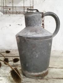 Oude zinken waterkan
