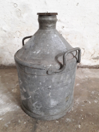 Oude franse petroleumkan