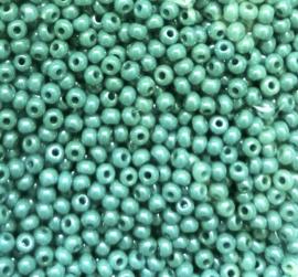 Tsjechische PRECIOSA rocailles 11/0  63025 groen ca. 50 g.