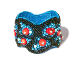 Bead embroidery armband 'VULKAANEILAND'