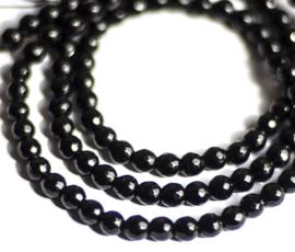 Onyx zwart facetkralen 6 mm