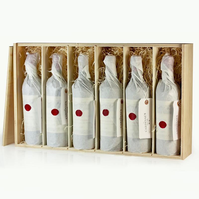 Fles wijn naar keuze in een houten kist