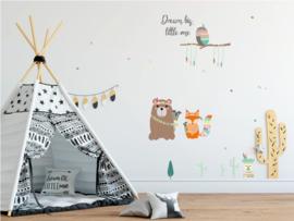 Indianen dieren - uil op boomstam muursticker - met tekst - 65x40cm