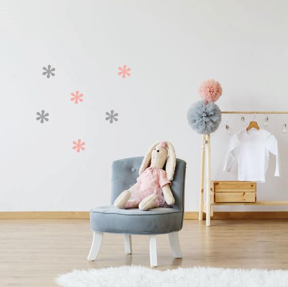 Bloemetjes muurstickers in de babykamer