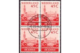 Nederland NVPH D42 Gestempeld (45 cent) (Blokje van vier)Aanvullingswaarden Vredespaleis 1977