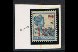 NVPH 171 Gestempeld FOTOLEVERING  (12 1/2 cent overdruk) Hulpuitgifte, opdruk in rood 1930 met rode punt aan linker zijde