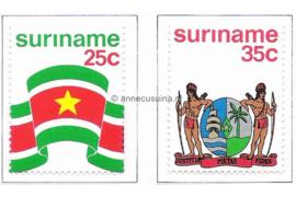 Zonnebloem 17-18 Postfris De vlag en het wapen van de Republiek Suriname 1976