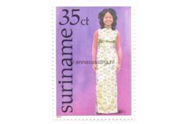 Zonnebloem 56 Postfris (35 cent) Surinaamse klederdrachten zoals deze bij bepaalde feestelijkheden worden gebruikt 1977