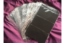Gebruikt; Partij van 29 stuks DAVO Plastic FDC Mappen met zwarte kaartjes voor 174 FDC's