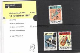 Nederland NVPH M102 (PZM102) Postfris Postzegelmapje Kinderzegels, kind en muziek 1992