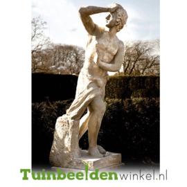 """Standbeeld """"Achteruit kijken"""" op sokkel TBW4br412br"""