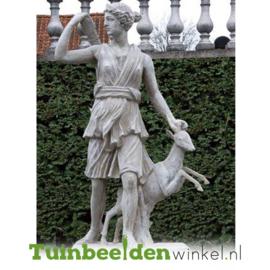 """Standbeeld """"Godin van de jacht"""" op sokkel TBW4br408br"""