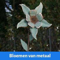 bloemen van metaal