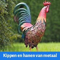 kippen en hanen van metaal