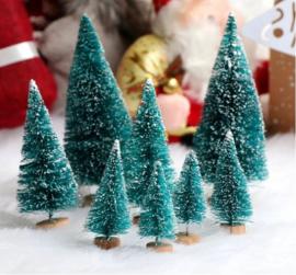 8 stuks mini kerstbomen