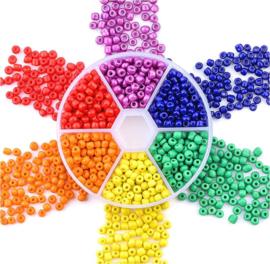 Doosje met 2000 stuks rocailles kralen multicolor 3mm
