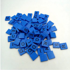 100 stuks houten Scrabble letters blauw
