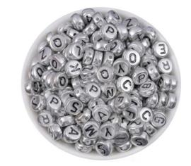 300 stuks kralen alfabet rond 7mm zilverkleurig