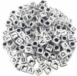 500 stuks alfabet kralen vierkant wit
