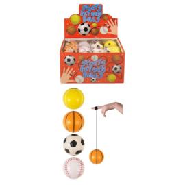 4 verschillende sportballen 6cm  aan elastiek