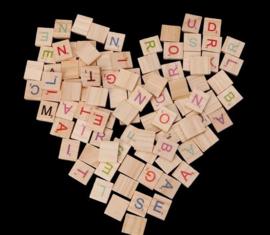 100 stuks houten scrabble letters - gekleurde letters