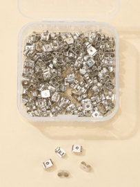 200 stuks metalen oorbel achterkantjes in opbergdoosje