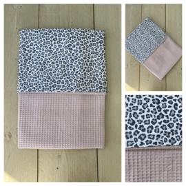 Dekentje - Poeder Roze / Leopard Grey