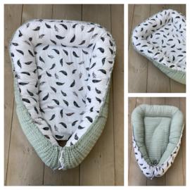 Babynestje - Soft Poeder Groen / Veren