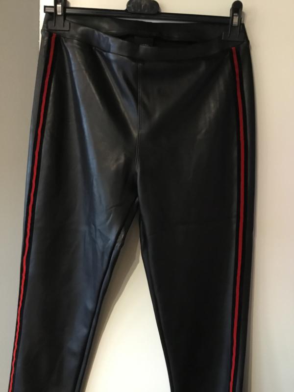 Tregging norfy leatherlook zwart rood