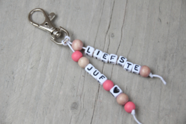 Sleutelhanger *liefste juf* roze/hout