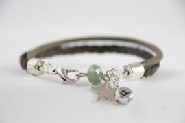 Armband groen & letterbedel