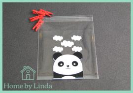 Cellofaan zakjes wit/zwarte panda 10 cm x 10 cm (set van 10 stuks)