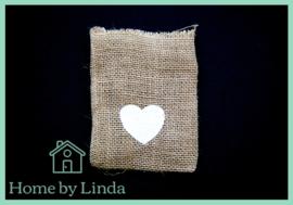 Geschenkzakjes jute  hart wit 10 cm x 14 cm (set van 3 stuks)
