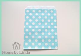 Papieren zakjes lichtblauw met witte stippen 13 cm x 18 cm (set van 10 stuks)
