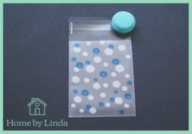 Cellofaan zakjes wit blauwe bloem 8 cm x 10 cm (set van 10 stuks)