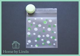 Cellofaan zakjes wit groene bloem 10 cm x 10 cm (set van 10 stuks)