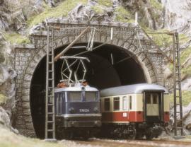 H0 | Busch 7027 - Twee E-locomotief portalen