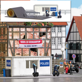 H0 | Busch 7868 -Police Station with Segways