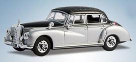 H0 | Ricko 38377 - Mercedes 300c (W186) zilver/zwart