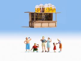 H0   NOCH 12025 - Bij de kiosk