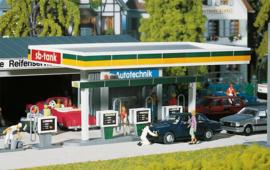 H0 | Faller 130346 - Overdekte benzinepompen
